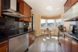 14_fully_fitted_kitchen