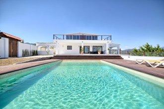 2_pool_and_villa