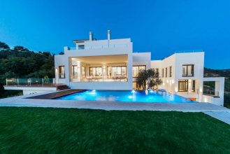 Contemporary villa with panoramic views in Los Monteros, Marbella