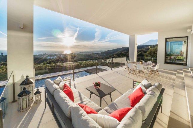 Ультрасовременная вилла с панорамными видами в Лос Монтерос, Марбелья!