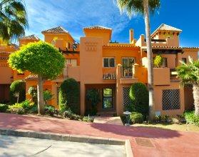 townhouse with sea views in el paraiso