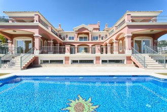 Charming villa in Benahavis