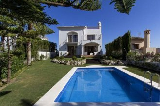 4 bedroom villas within a golf resort with stunning sea views