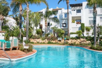 Fully redesigned and renovated 2 bedroom apartment in urb. Costalita
