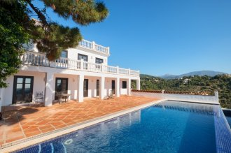 Beautiful, classic villa built to the highest standards!