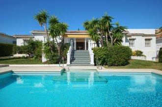 Modern villas close to all amenities