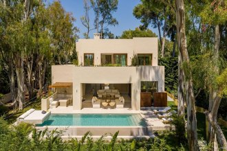 New-Villa-in-exclusive-residential-area-Los-Monteros,-Marbella_1